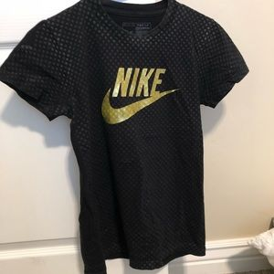 Nike shirt with gold details size M